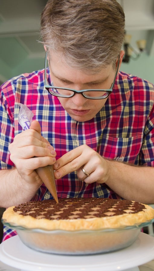 Chris Taylor puts the finishing touches on his blue-ribbon checkerboard peanut butter pie