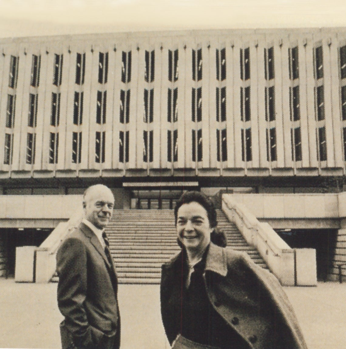 Henry and Elsie Hillman in front of Hillman Library at 1968 dedication.